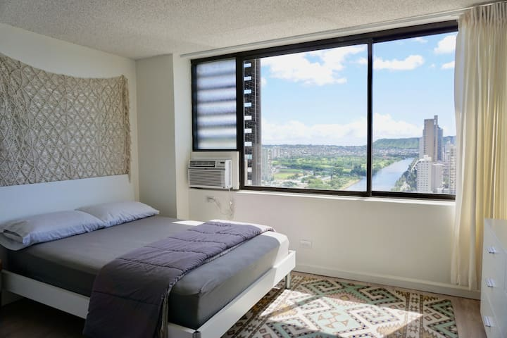 Modern Waikiki Studio with Ocean Views 29A