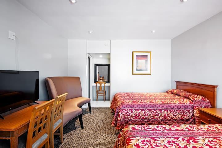 Double Queen Room LAX 204