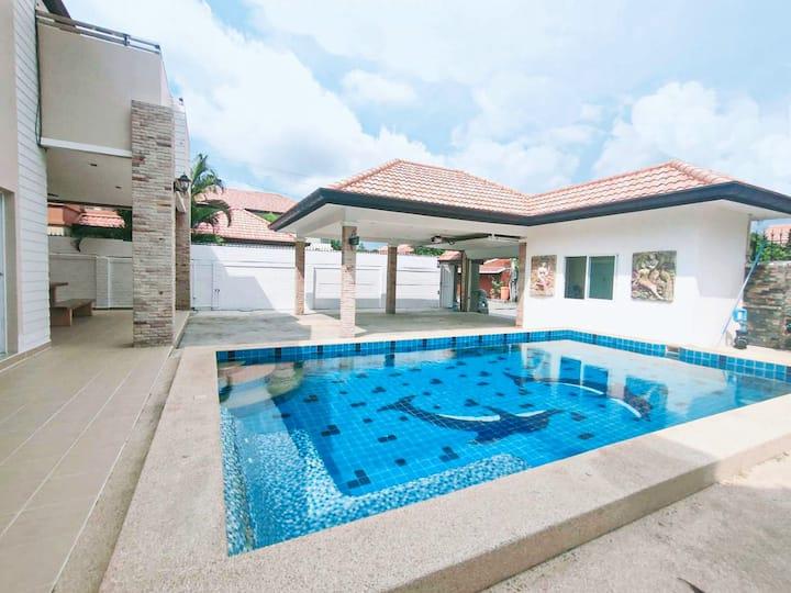3BD Pool Villa Pattaya with bathtub - Villa D