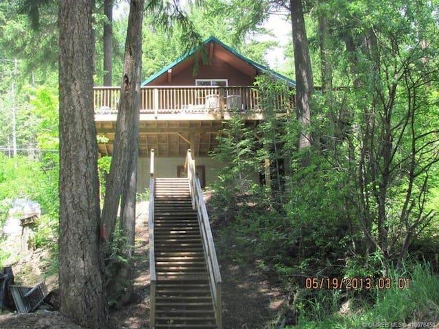 Bubbi's Cabin - Anglemont