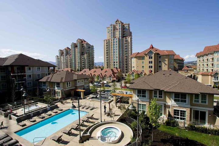 1 BR and Den Downtown Kelowna Waterscapes Resort