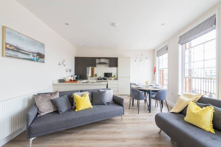 South Quay Penthouse ⭐ OPEN FOR KEY WORKERS