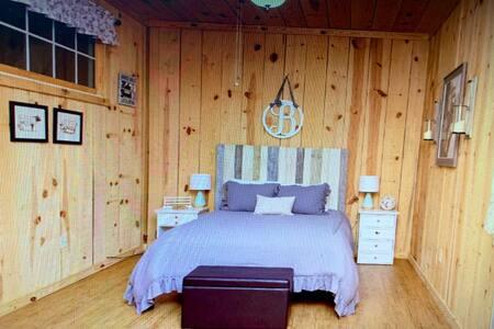 Peaceful Farmhouse Studio Apartment