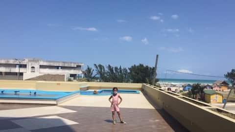 Appartement avec piscine en face de la plage de Miramar