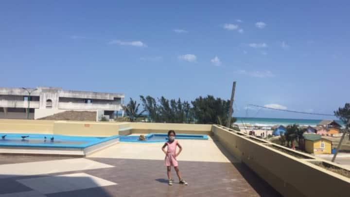 Departamento con alberca frente a Playa Miramar