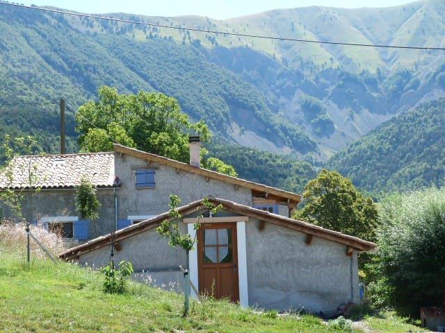 Gîte campagnard de la Grande Gineste - Bayons - Přírodní / eko chata