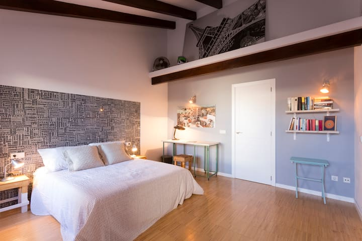 Design top floor Old Town touristic lodging TI153