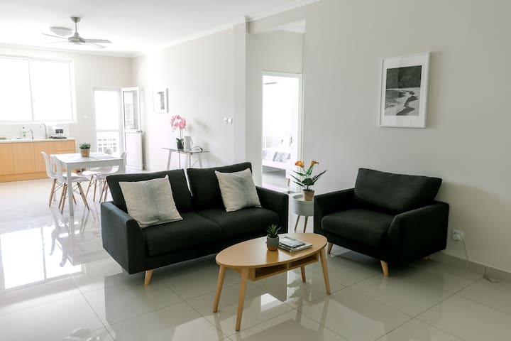 AELAN PLACE #02 // spacious apartment in town