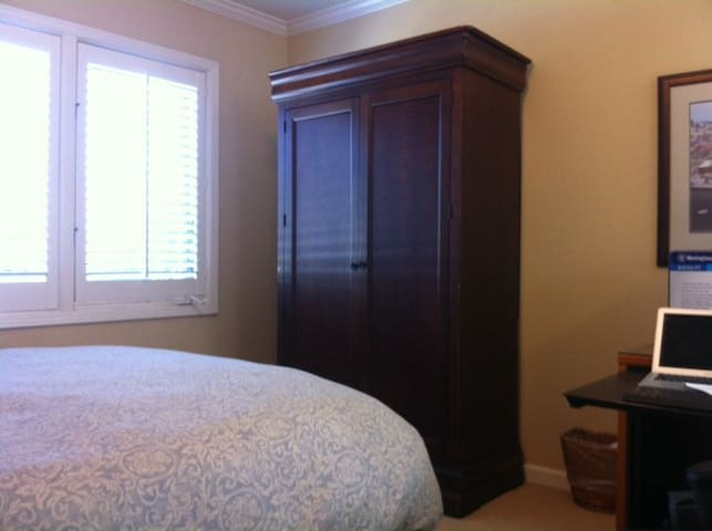 Well appointed private in-law unit for 1 person - Burlingame - In-law
