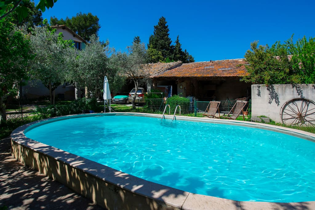 Chambre en provence avec piscine houses for rent in for Chateauneuf de gadagne piscine
