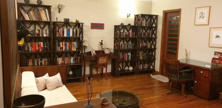 Spacious & comfortable entire floor in South Delhi