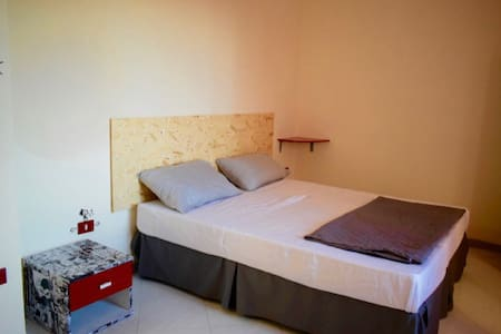 Room 20 min downtown - Wohnung
