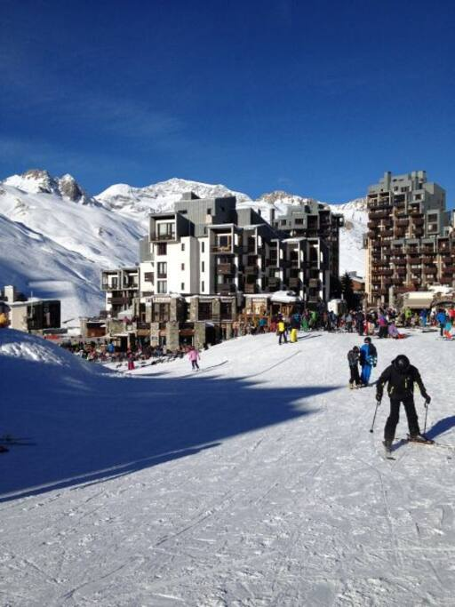 Arrivée et départ skis aux pieds - Front de neige de Val Claret