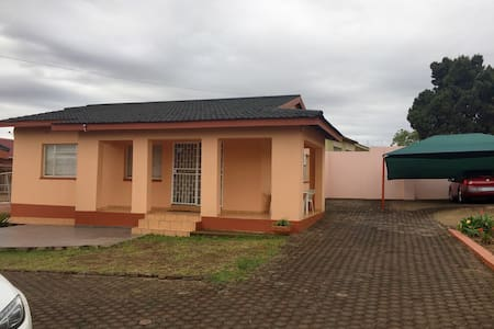 A standalone two bedroom cottage - Manzini, Swaziland - 独立屋