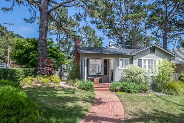 3806 La Belle Vie - Close to Dining, Shopping, Galleries and the Beach!