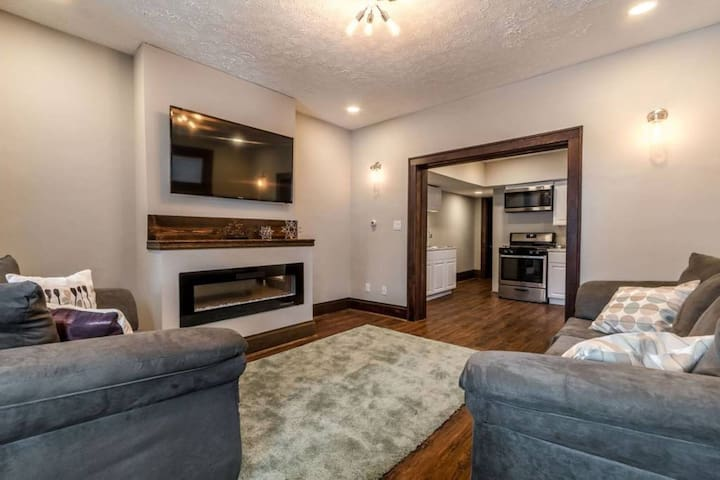 2063 N. 4th R - 2313 · Stylish Retreat w/ Room For All+Amazing Fireplace