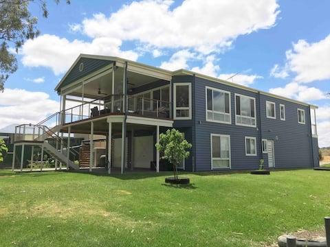 Peninsula Club on the Murray in Mannum