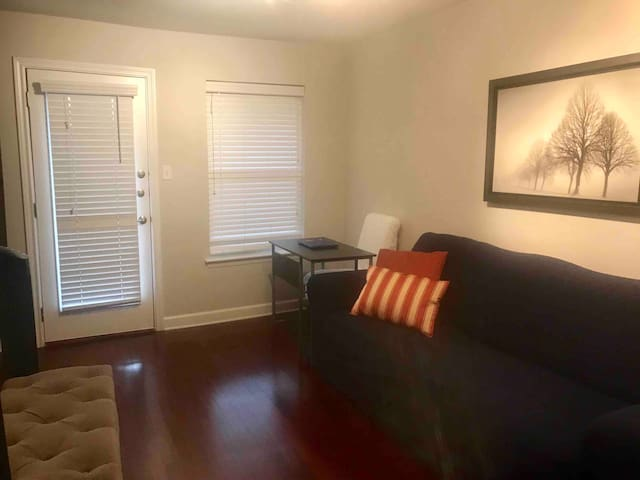 Cute Apartment 1.5 miles away from Downtown!