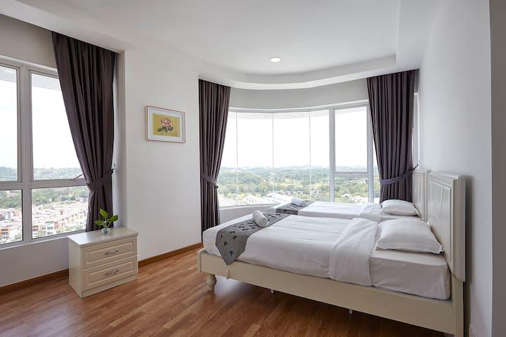 KLIA & KLIA2 (1 Twin+2 Queen) @ Sri Beverly Hills - Nilai - Apartment