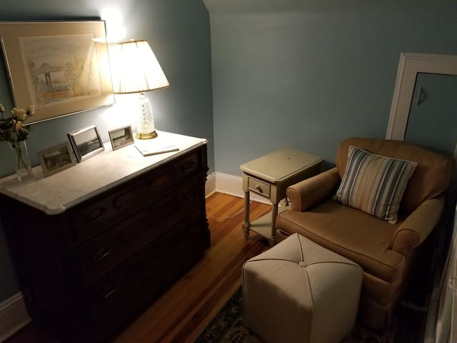 Cozy and charming 3rd floor apt close to Wagner