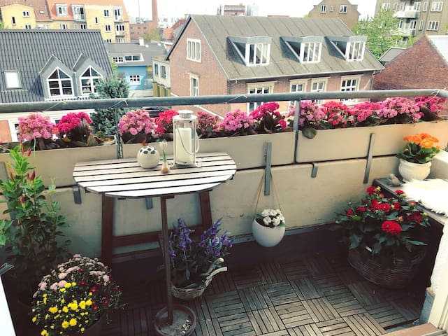 Luxury and 2 balconies - the heart of Århus