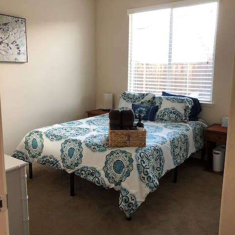 Private bedroom close to Napa, & SF Bay Area
