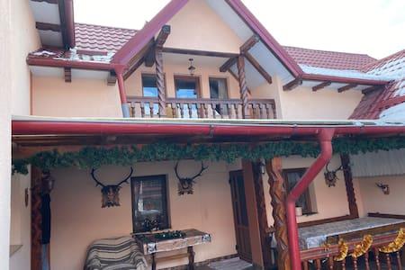 3 Bedroom Apartment in Campulung Moldovenesc