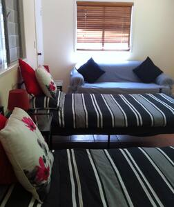 Large twin bed room onto garden. - House