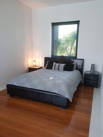 Queen size bed, bamboo mattress