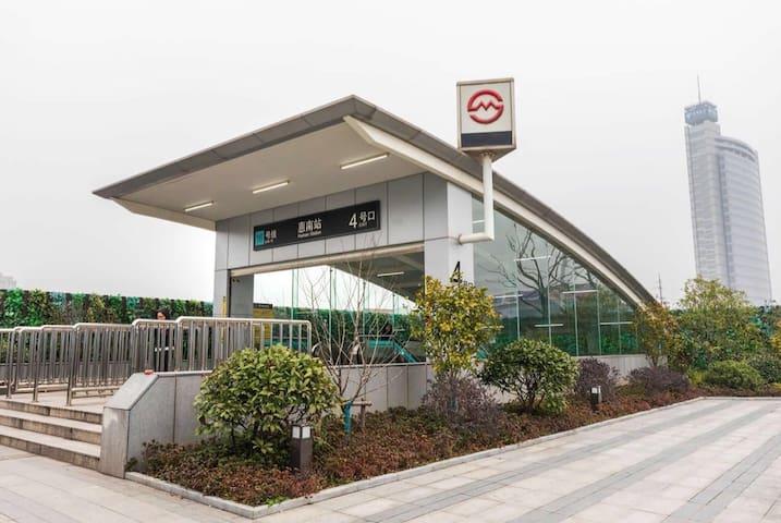 靠近野生动物园附近三室一厅,上海迪士尼,海昌海洋公园,新场,上海新国际博览中心,上海工商外国语学院