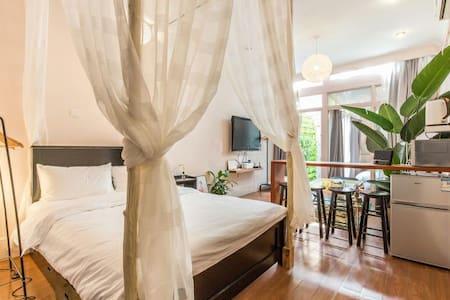 环茂/田子坊/新天地/老石库门里的栗子家,人均100多就能体验的上海市中心的老洋房。