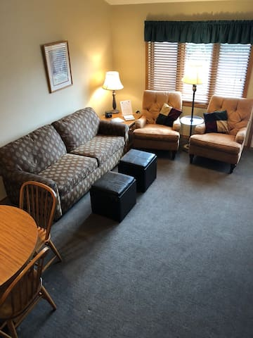 Evergreen Hill Condo B5 - Stay by Pen. State Park