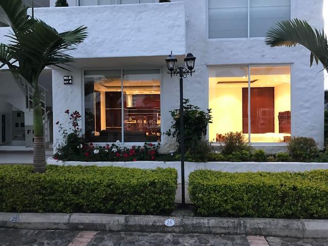 Villa Toscana / club campestre - Ramiriqui - Byt
