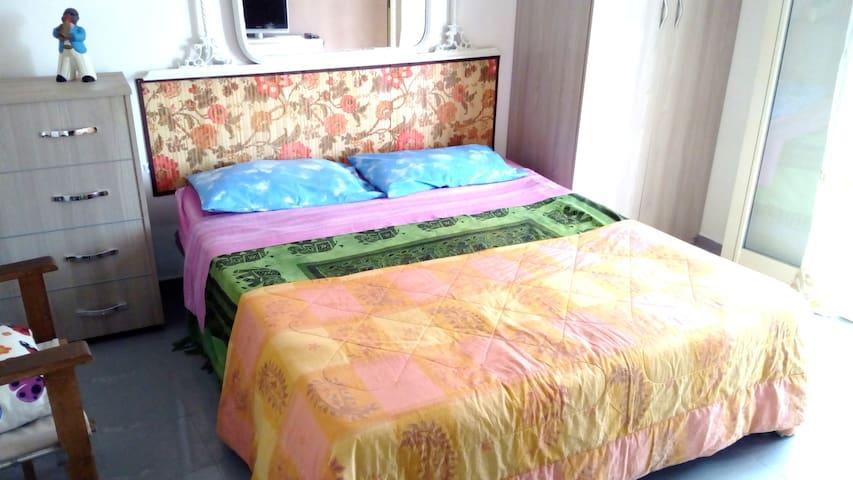 Economic Double Room, kitchen, Wi-Fi in the city - Reggio Calabria - Apartemen