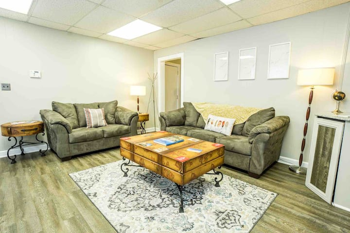 MidtownBnB! Quick Access to I-85! Workspace Ready!