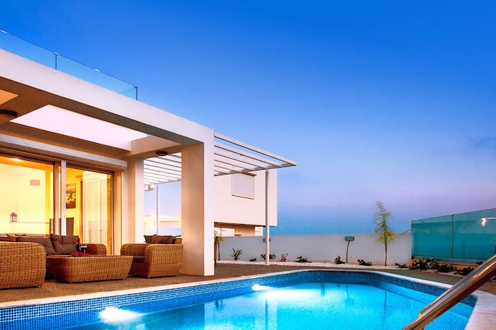 Fortuna-luxury private villa in AyiaNapa