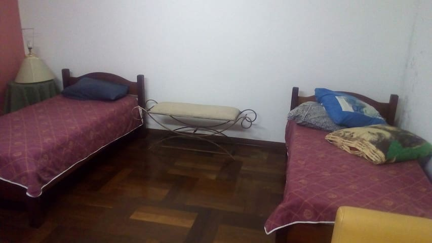 Shared bedroom close to Interlagos race track - São Paulo - House