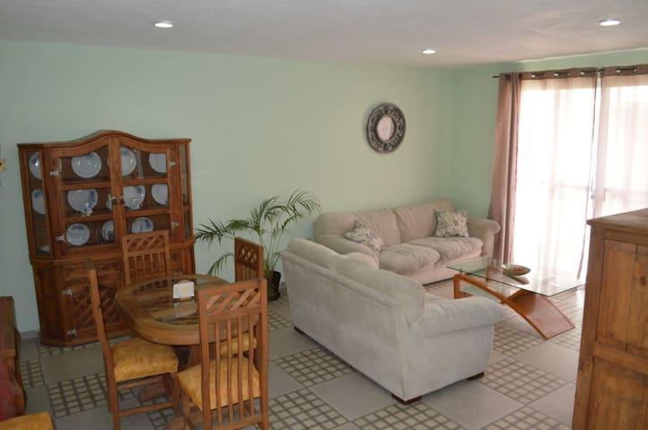 Preciosa casa completa p 5 personas. Facturamos