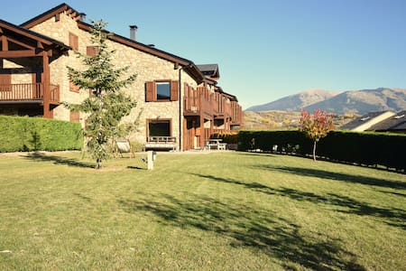 Casa con encanto en la Cerdanya , Jardín y piscina
