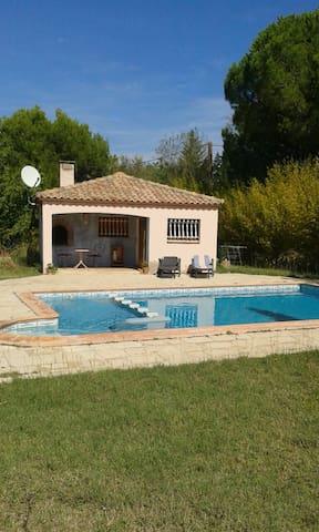 Studio-maisonnette avec piscine - Beauvoisin - Casa