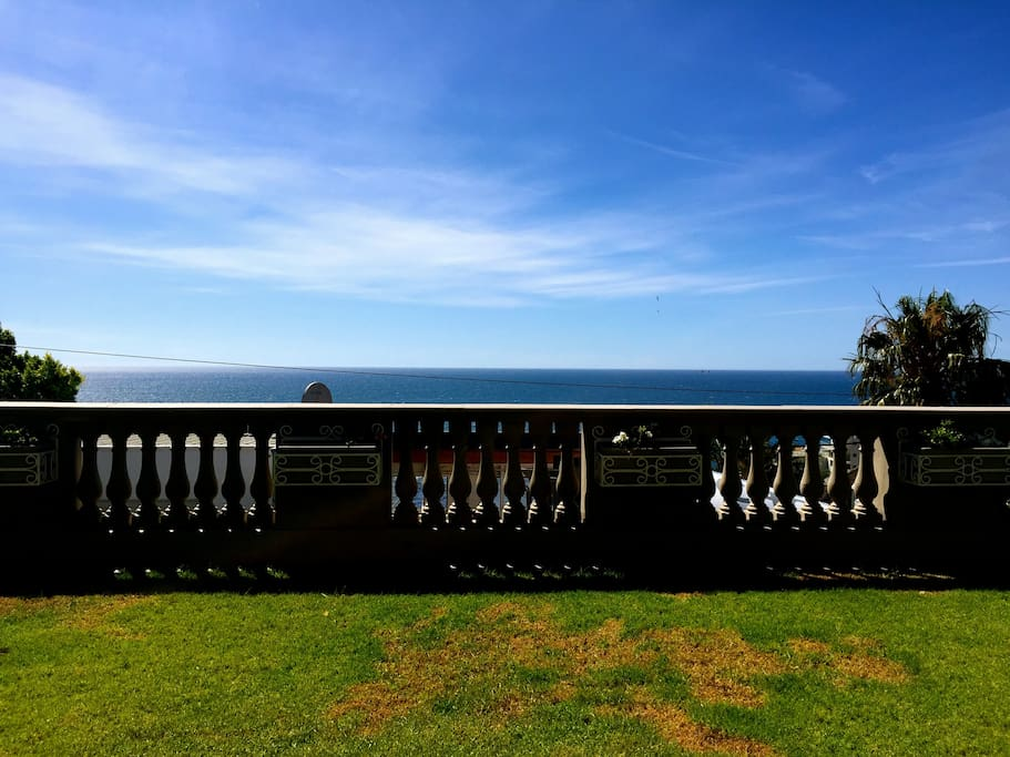 Large sunny garden with uninterrupted sea views.
