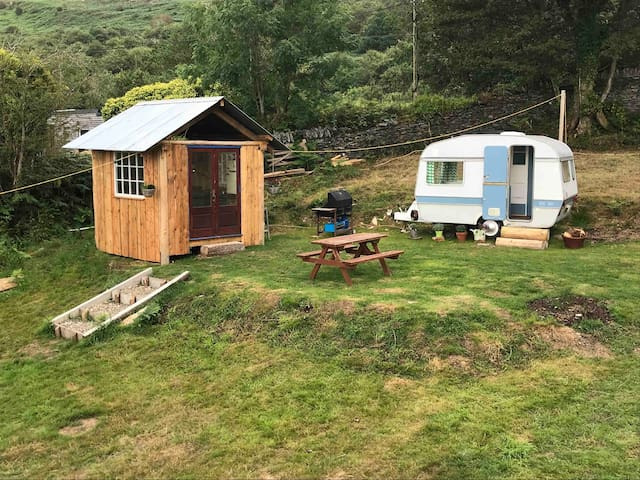 Vintage glamping with hot tub and views