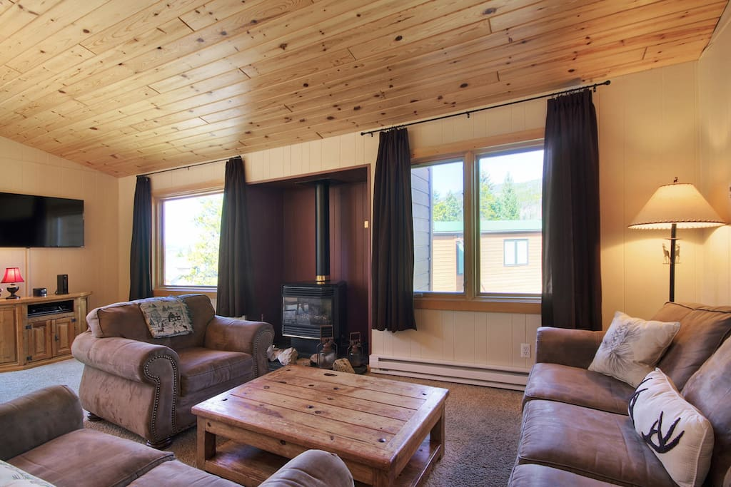 Living Room - Cozy up and gather around the gas fireplace after a cold day on the slopes.
