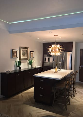 Entire Home! Stylish & Very Clean in Resort Area