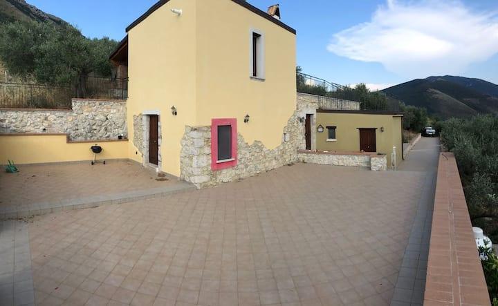 Casa con panorama sugli ulivi