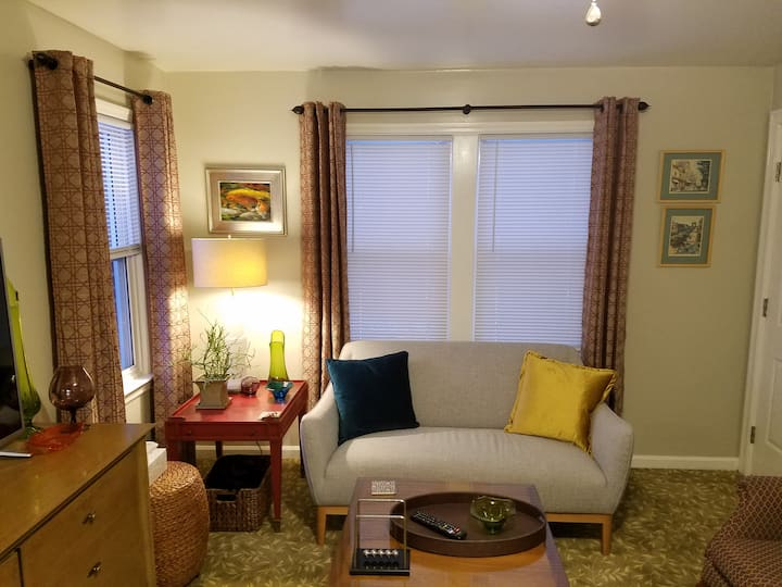 Historic Broadway Mid-Century Apartment!