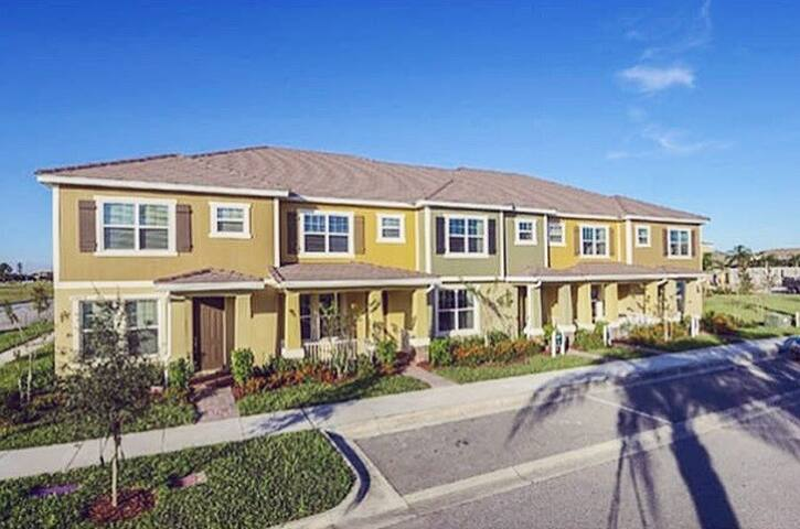 The Townhome by WALT DISNEY WORLD - Windermere - Sorház