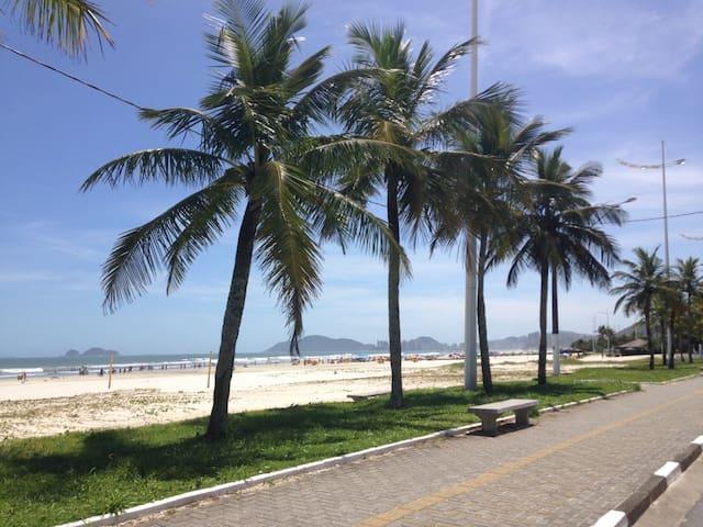AP a 50 metros da Praia - Enseada Guarujá