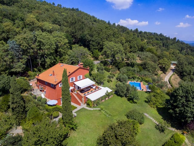 Luxury Villa with pool in the Florentine Hills