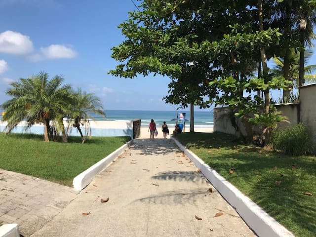 4 BR with pool 15metres from beach!